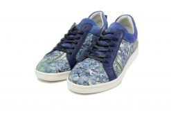 licht blauwe sneakers